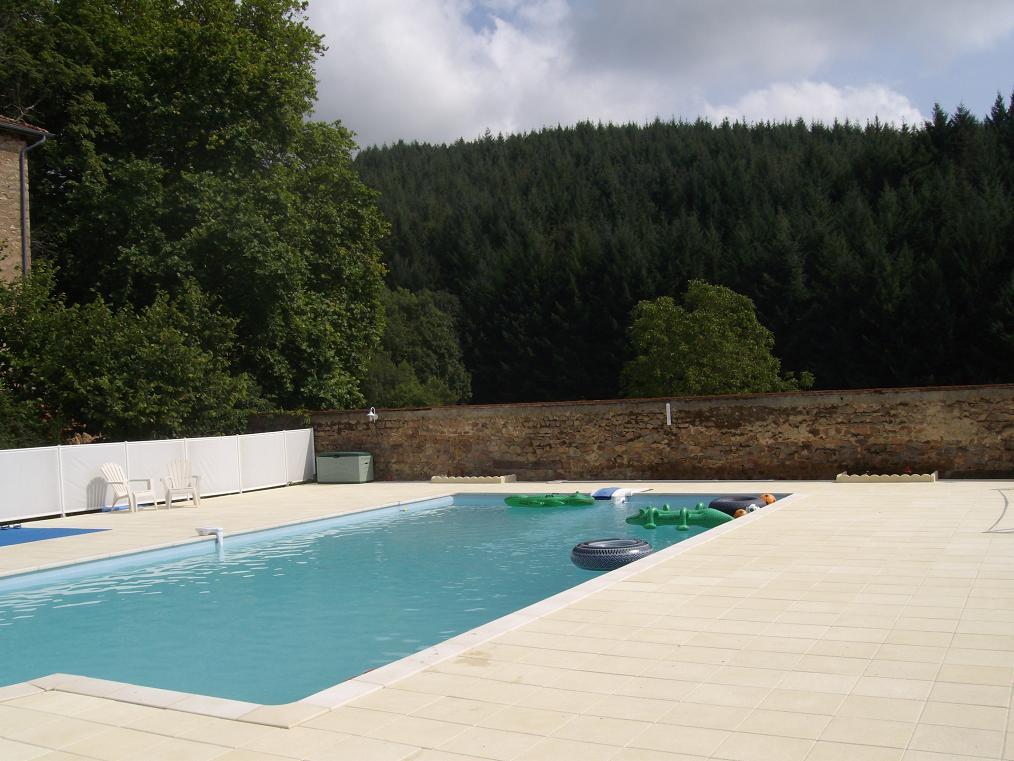 Algemeen buiten courcenay for Zwembad achtertuin